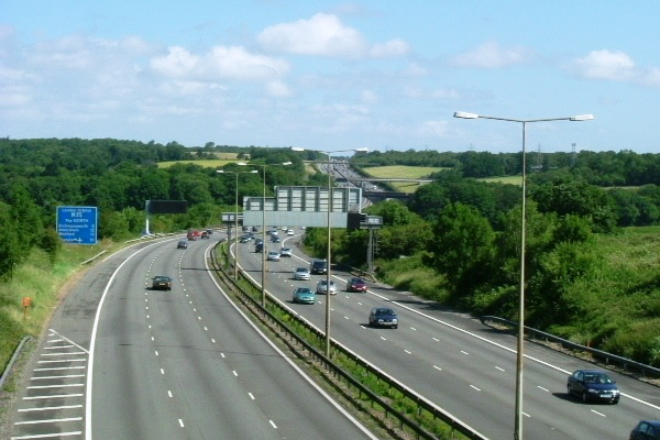 Rugby players to rescue in M25 smash