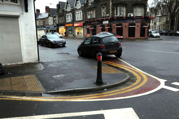 Wales-road-markings