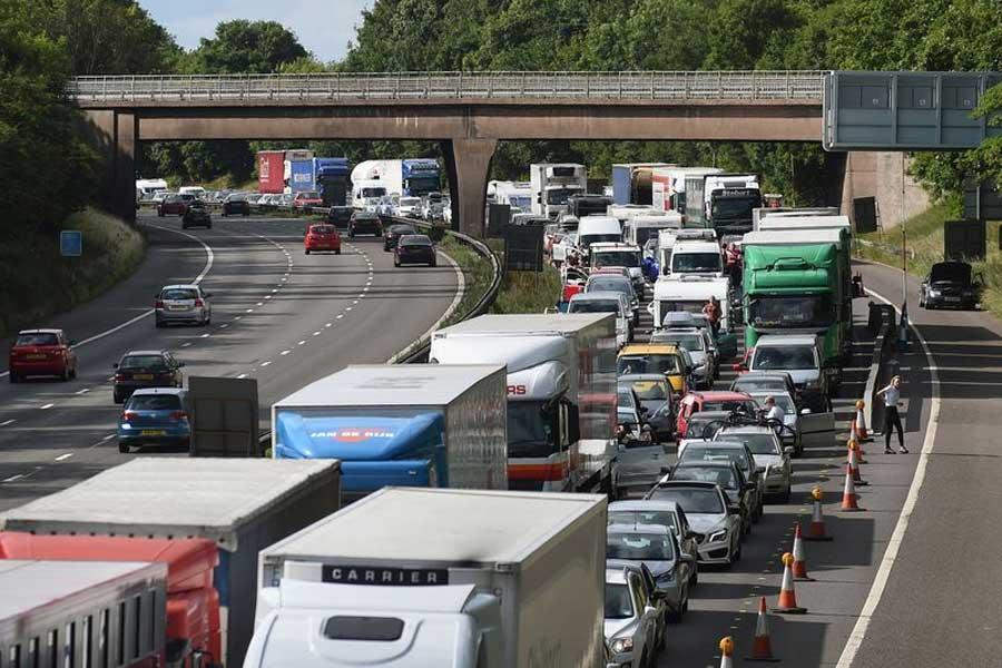Image of traffic on motorway