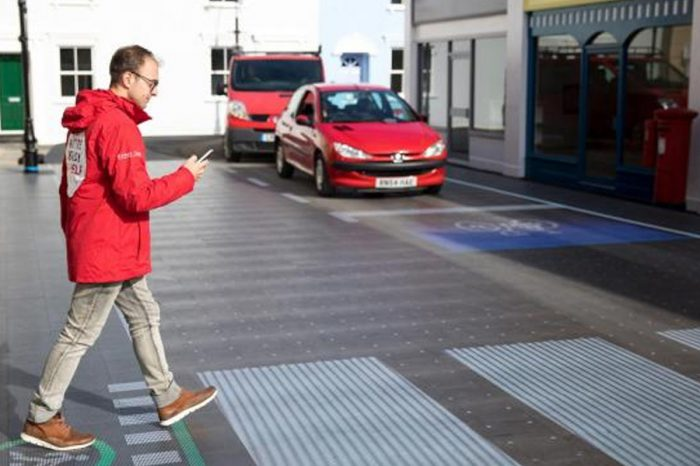 New street crossing alerts drivers if pedestrian is looking at their phone