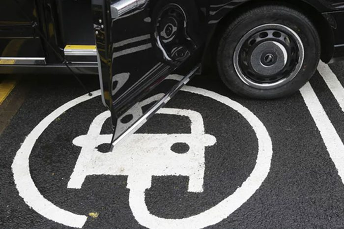 Ministers' £400m plan for electric car charging infrastructure delayed