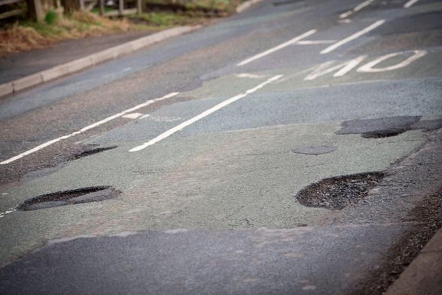 Potholes on Huddersfield Road, Mossley/Stalybridge (Image: Manchester Evening News)