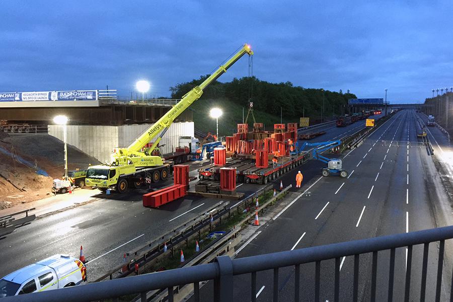 Traffix   Closing the M1 for bridge installation