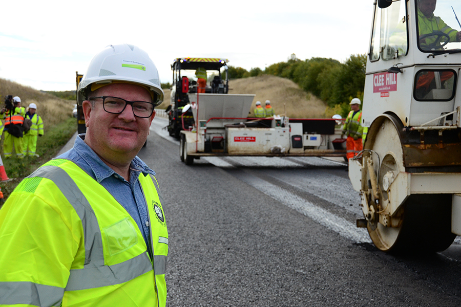 Mark Shaw, visit to surfacing crew, Stoke Hammond bypass