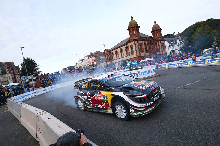 Highway Care   BG800® barrier shines for safety at Welsh Rally GB