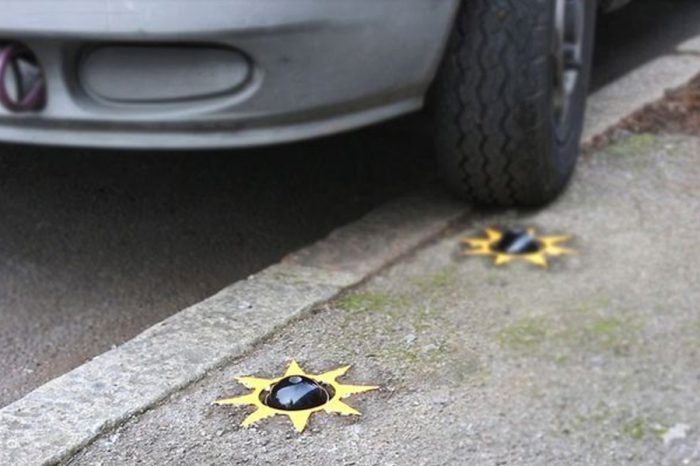 The new 'Catclaw' device which punctures the tyres of vehicles mounting the kerb