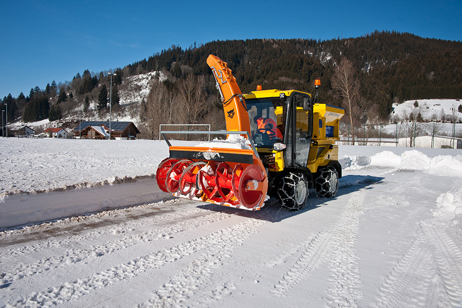 The Multihog Snowblower from Multevo in action