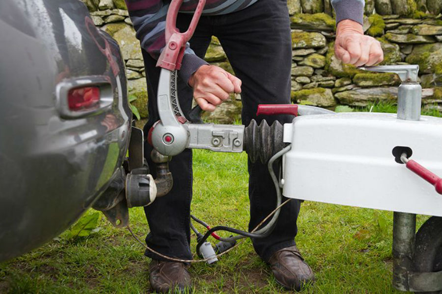 Highways England urging motorists to 'check it before towing it'