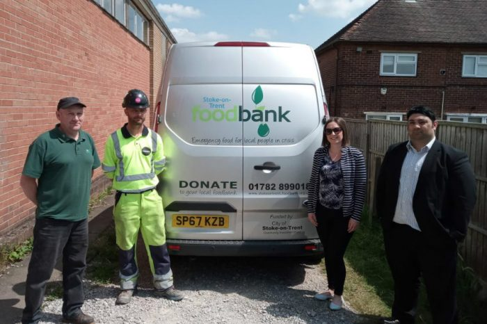 Highways England teams weigh in with one tonne donation for food banks