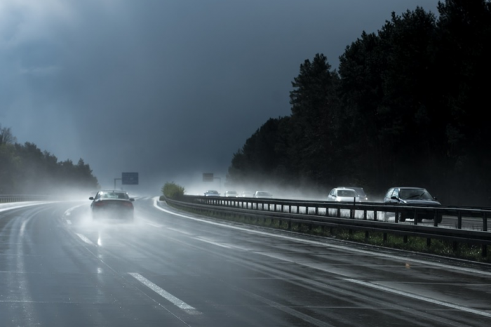Majority of drivers want lower motorway speed limit in wet weather, research suggests